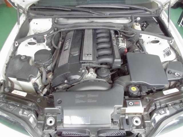 フロントに搭載された3.4L 直6DOHCユニット!!