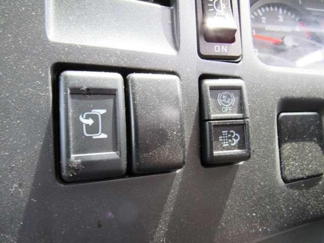 いすゞ エルフ 冷凍バン 2トンロング 4WD 中古車在庫画像12