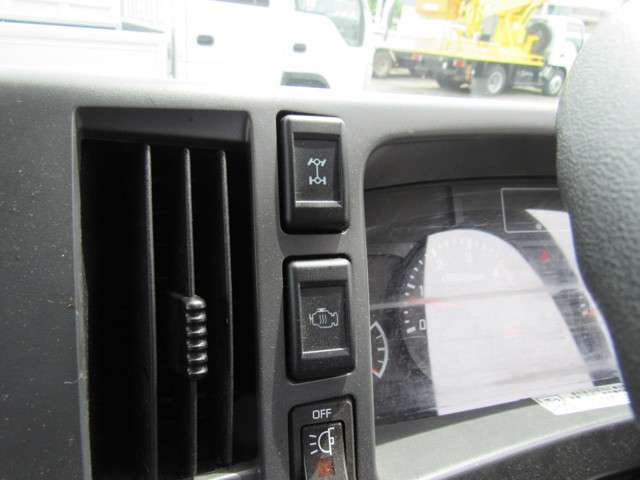 いすゞ エルフ 冷凍バン 2トンロング 4WD 中古車在庫画像13