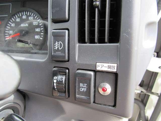 いすゞ エルフ 冷凍バン 2トンロング 4WD 中古車在庫画像15