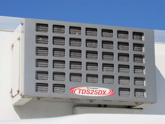 いすゞ エルフ 冷凍バン 2トンロング 4WD 中古車在庫画像4