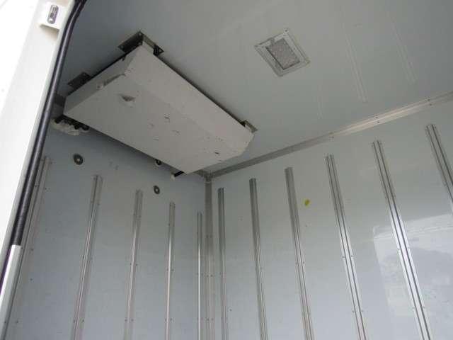 いすゞ エルフ 冷凍バン 2トンロング 4WD 中古車在庫画像8