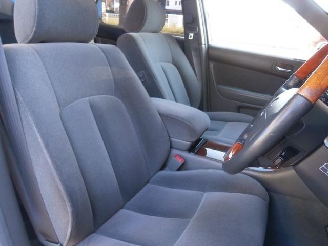 前席シートになります!当社では内装にとことん拘った車しか仕入れ販売しておりませんので当然キレイな状態です!グッドコンディションですよ!