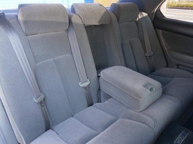 後席も前席同様にかな~りキレイなシートですよ!シートの状態は右から左から沢山の写真を公開しておりますので隅々までご納得行くまでご覧下さいませ!純正フロアマットを含め文句なしのキレイさですよ!