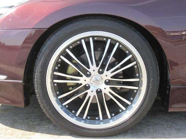 とても綺麗でオシャレなブラポリANHELO19インチアルミとなります!4本ともタイヤの溝もタップリです!さらには、耐熱塗装を施しました、ゴールドキャリパーもさり気なく、チラッと顔を覗かして居ります!!