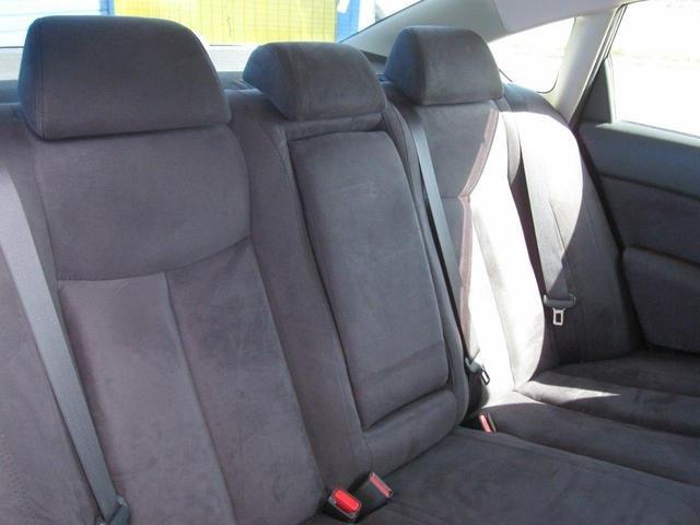 前席同様に非常に綺麗な後席も高級感タップリなスウェード革シートになります。