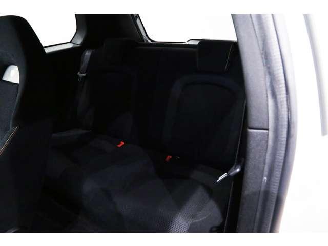 コンパクトカーにしては広めな後部座席となります!!