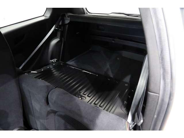 分割可倒式ではないですが、後席は前倒しが可能です!!これにより荷室の容量を拡大することができます!!