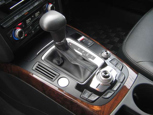 アウディA4オールロードクワトロ2.0 TFSI 4WD記録簿取説保証書スペアーキー神奈川県の詳細画像その11