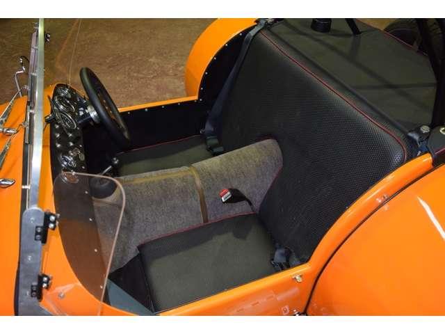 シート、シートベルトはノーマルののまま。ご希望があればバケットシートのFRP骨格は用意しております。