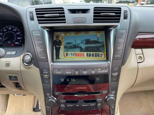 純正ナビ付です!フルセグですので、ご自宅の液晶テレビの様な高画質でTVを御覧頂けます!もちろんDVDも再生オッケー♪またHDD機能も付いておりますので、お好みのCDを入れて頂くと自動録音してくれますよ♪