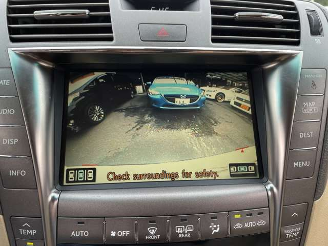 車庫入れも楽々なカラーバックカメラ付き!駐車の際の障害物や、小さなお子様など死角を防ぐ為の欠かせないアイテムですね♪
