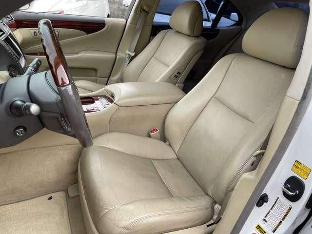 クッション性が高く、ロングドライブでも非常に疲れにくいシート!!車の走りはもちろん、乗り心地にも拘りたいですよね!!
