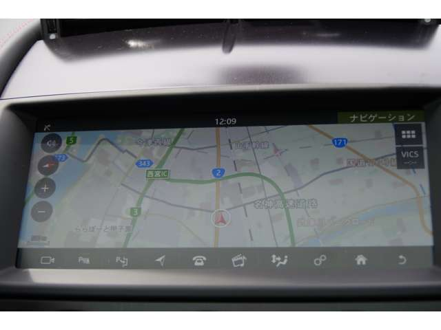 ドイツ車のような独特な操作方法ではなくタッチパネル方式を採用。画像も精細なグラフィックで直感的な操作が可能! 詳細はジャガー・ランドローバー西宮へお問い合わせくださいませ! 0798-63-6006
