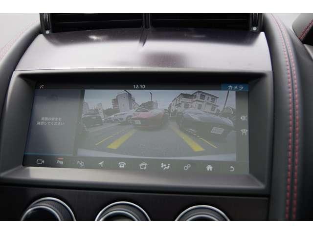 バックカメラも見やすく誘導線が車庫入れをサポートします。