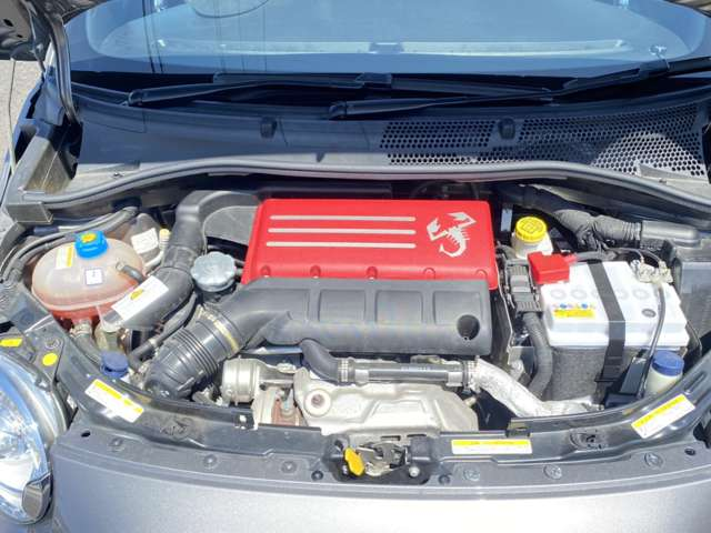 直列4気筒DOHC ICターボのエンジンは吹け上りも良く爽快な走りとなります。