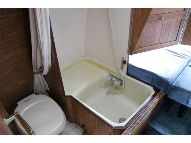 温水シャワーやトイレもございます♪