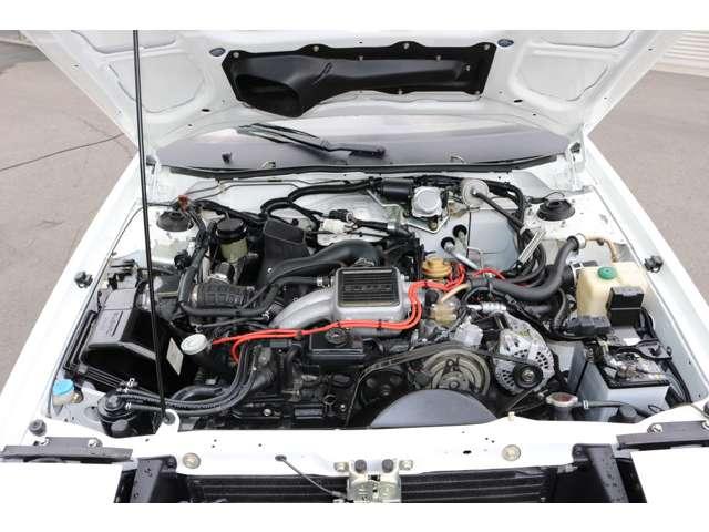 エンジンルーム内は丁寧にクリーニング及び金属部本の再めっき、その他リペアを行いました。