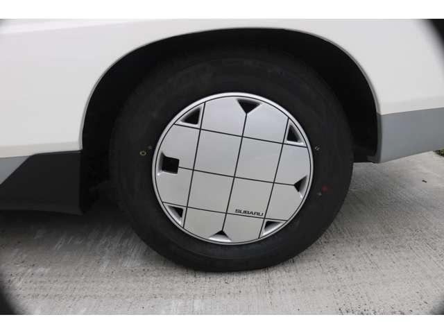 純正ホイールキャップをリペアしてます。タイヤ4本新品です。