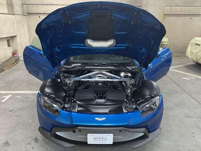 メルセデスAMG提供のV8ツインターボエンジンは510ps(375kW)/6000rpm・685Nm(69.9kgm)/2000-5000rpmを発揮!エンジンカバーには最終検査員名入りプレート装着◎