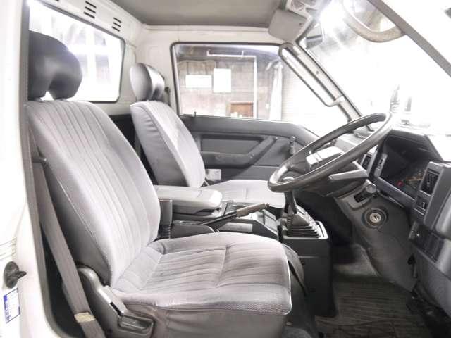 雨天時でも現車確認可能な室内展示スペースもご用意しております!