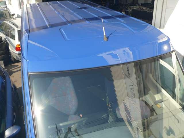 フロントガラスとモールアンテナガスケットなどを交換してあります。
