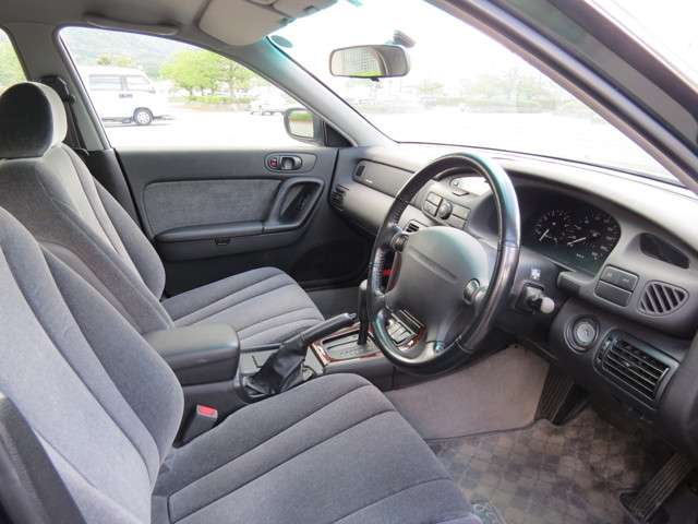 運転席周りもシンプルで、使いやすい作りです。