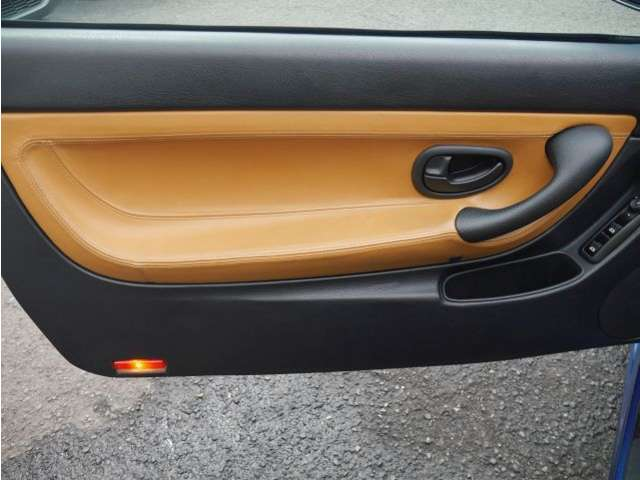 ドアの内張りとスイッチ類も変形やベタツキ等なく、綺麗です。