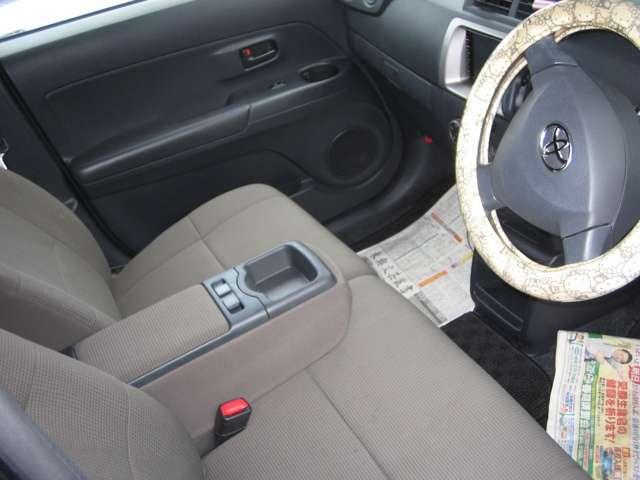 トヨタ bB 1.3 S 4WD 中古車在庫画像3