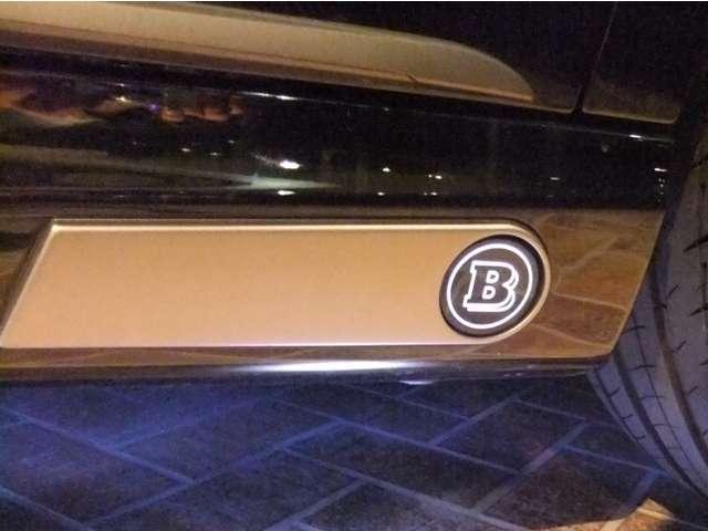 BRABUS LEDロゴ入りサイドスカート・BRABUS S‐B50‐540