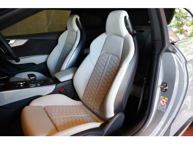 ルナシルバーというカラーのSスポーツシート!印象としてはホワイトに近いグレーといった印象です!