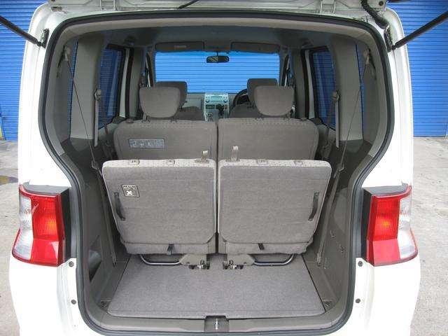 シートアレンジも自由自在!大きな荷物もタップリ入ります!とっても綺麗に使用されておりますので、これもまた安心で便利ですね!!