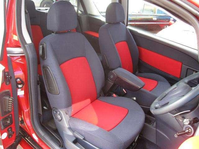 前席・とても希少な・・・レッド&ブラックコンビシートになります!当社では内装にとことん拘った車しか仕入れ販売しておりませんので当然キレイな状態です!グッドコンディションですよ!!