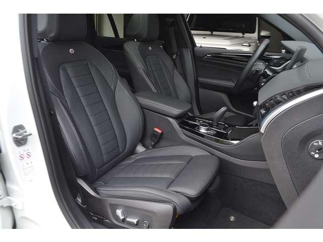 シートヒーター、シートベンチレーター、ランバーサポートが装備されたパワーシートです。