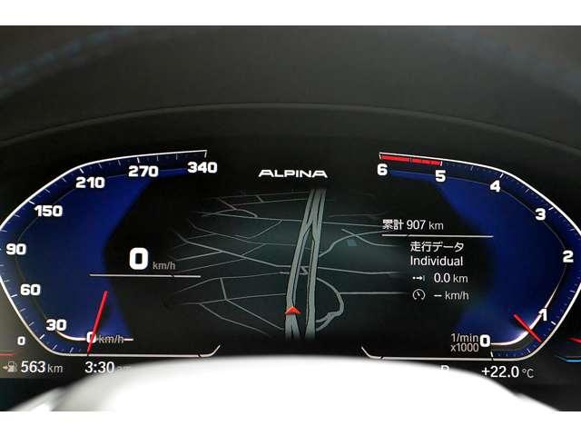 デジタルメーターには様々な情報が表示されます。現在走行距離は約950キロです。