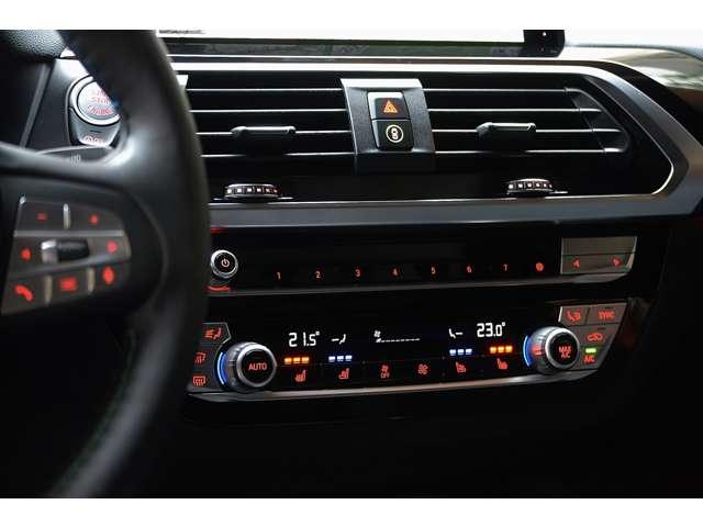 シートヒーター、シートベンチレーターのスイッチが一体になった空調操作パネルです。アナログスイッチで操作性良好です。