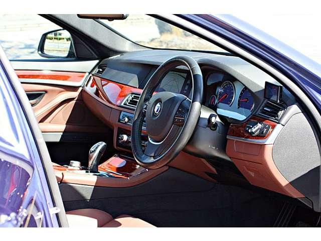 マイナーチェンジ前車両(マイナー前 :520ps )と見た目こそ変わらないものの、   車検証上の型式は「ABA-AM10」から「ABA-5M1C」へと変更されます。
