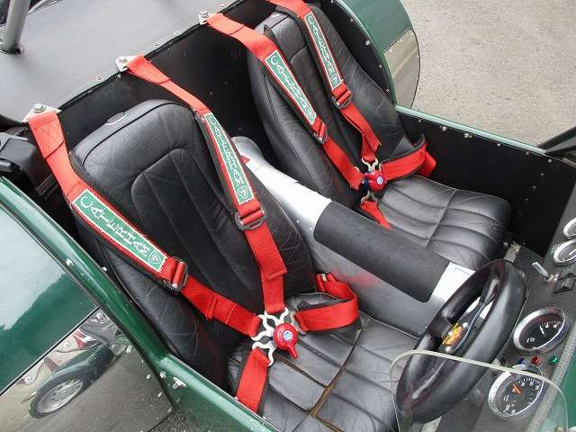 4点式シートベルト、シートキレ、破れ大、スピードメーター故障、サイドブレーキ故障