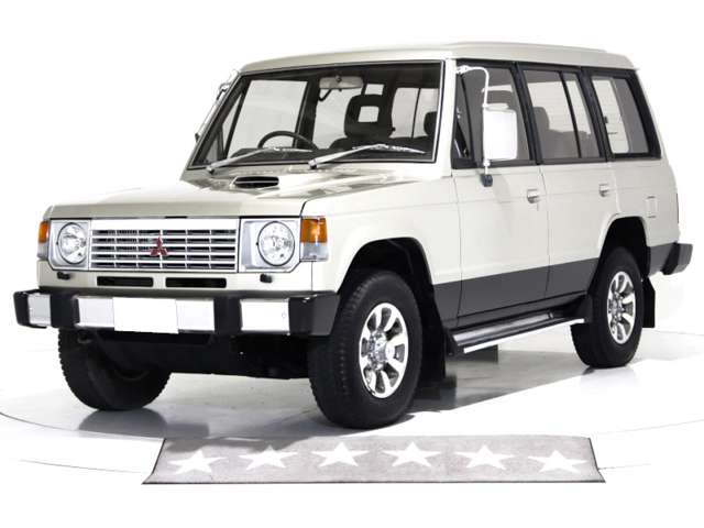4WD 新品タイミングベルト交換 新品ウォーターポンプ交換 丸目仕様 ディーゼルターボ車 サンルーフ ハード背面タイヤカバー LEDイカリングヘッドライト 3列シート 7人乗り 4ナンバー登録可能