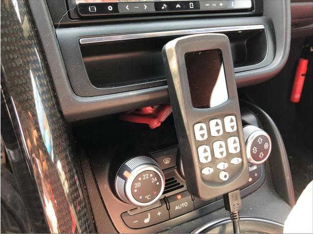 アウディR8スパイダー5.2 FSI クワトロ 4WDエアサス マフラー 赤革赤幌大阪府の詳細画像その6