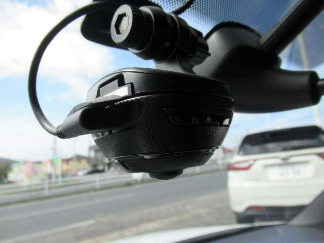 駐車録画機能付きのドライブレコーダーnが付いています!