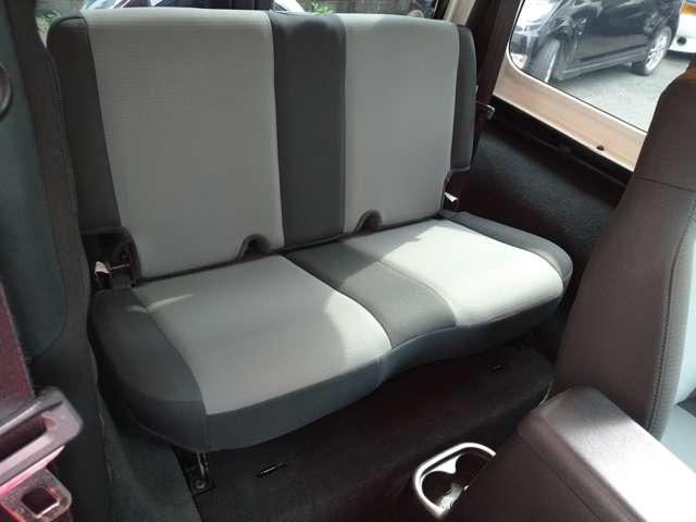 もちろん後部座席も綺麗な状態です!
