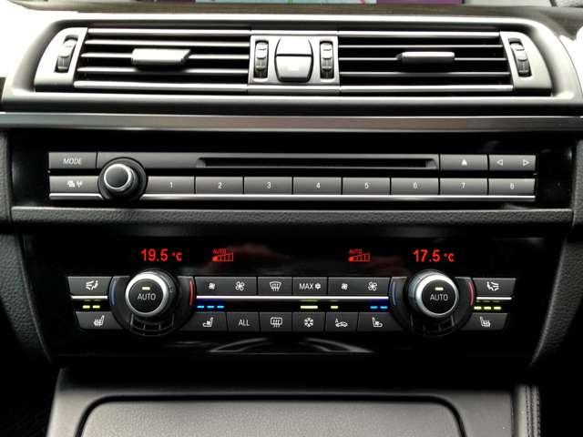 オーディオパネルに加え、運転席と助手席を別々の温度設定に出来るデュアルエアコン操作パネル&シートエアコン&シートヒータースイッチなどなど装備満載です!