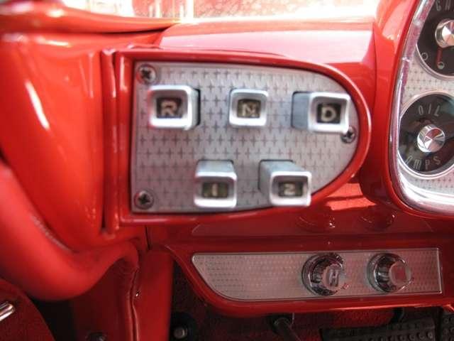 この車両の特徴である、ボタンにてオートマチックを作動致します。