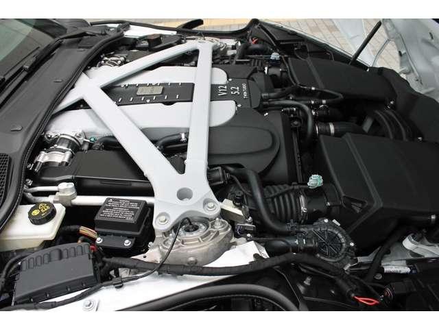 5.2L V12ツインターボエンジンが出力608PS、トルク71.4kgmを発生させます。(メーカーカタログ値参照)気筒休止機能やアイドリングストップも備わります。