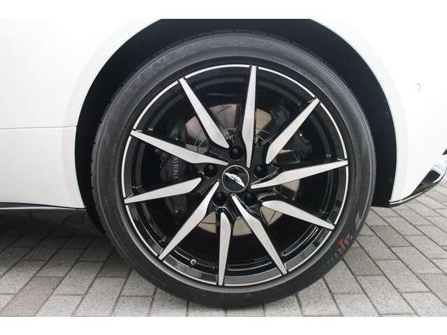 タイヤはブリジストン ポテンザ―S007 F:255/40ZR20 R:295/35ZR20が装着されています。
