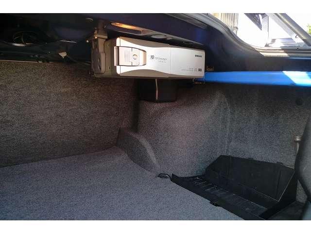 SONY 10連CDチェンジャーはトランクに装着