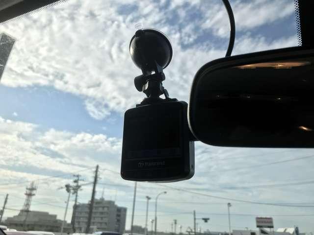 愛車に取り付けることで映像と音声を記録してくれるドライブレコーダーは、事故の際に確かな証拠能力を発揮してくれます。