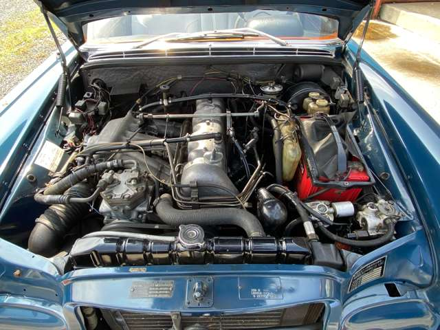エンジンは水冷3L直6SOHC燃料噴射仕様搭載