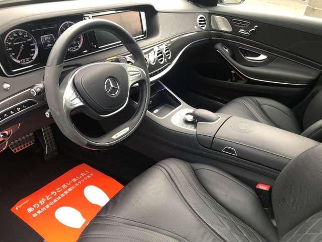 S63AMGでは、シート表皮だけでなく、前席および後席センターアームレスト、ダッシュボード上部、ドアトリム、シートバックポケットなどもナッパレザーとなる「フルレザー仕様」です!